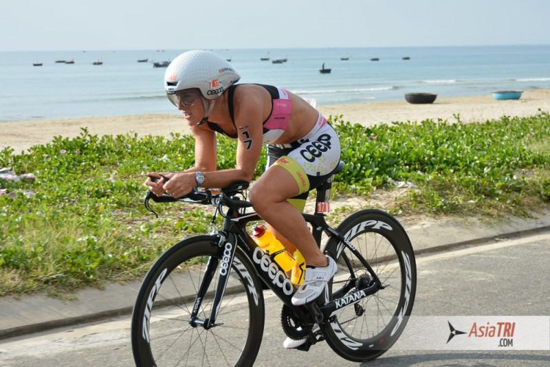 Belinda Granger (AUS) leads the women field