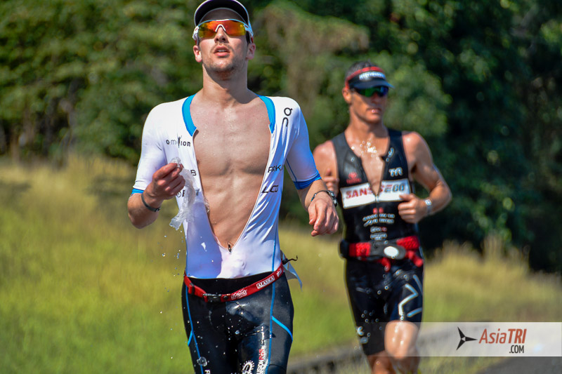 Patrick Lange leads Craig Alexander at Ironman 70.3 Subic Bay