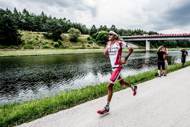 Frodeno's bilstering 2:39 marathon split